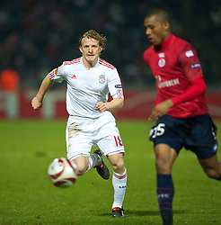 LILLE, FRANCE - Thursday, March 11, 2010: Liverpool's Dirk Kuyt in action against LOSC Lille Metropole during the UEFA Europa League Round of 16 1st Leg match at the Stadium Lille-Metropole. (Photo by David Rawcliffe/Propaganda)