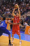 DESCRIZIONE : Borgosesia Torneo di Varallo Lega A 2011-12 EA7 Emporio Armani Milano Novipiu Casale Monferrato<br /> GIOCATORE : Ariel Filloy<br /> CATEGORIA :  Passaggio<br /> SQUADRA : EA7 Emporio Armani Milano<br /> EVENTO : Campionato Lega A 2011-2012<br /> GARA : EA7 Emporio Armani Milano Novipiu Casale Monferrato<br /> DATA : 10/09/2011<br /> SPORT : Pallacanestro<br /> AUTORE : Agenzia Ciamillo-Castoria/A.Dealberto<br /> Galleria : Lega Basket A 2011-2012<br /> Fotonotizia : Borgosesia Torneo di Varallo Lega A 2011-12 EA7 Emporio Armani Milano Novipiu Casale Monferrato<br /> Predefinita :