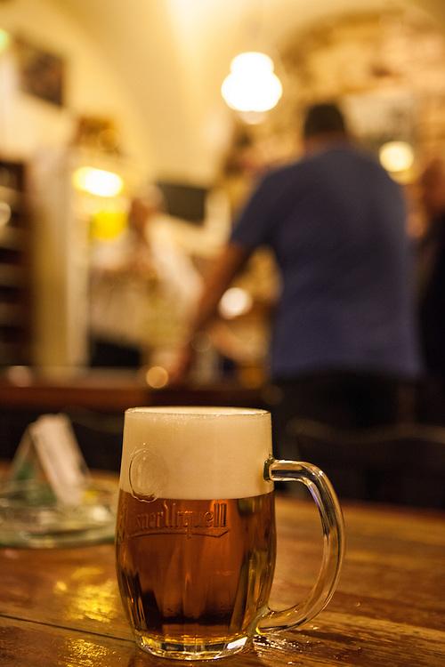 """Die Bierkneipe und Gaststädte """"U Hrocha"""" auf der Prager Kleinseite."""