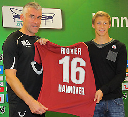 07.09.2011, AWD-Arena, Hannover, GER, 1.FBL, Hannover 96  im Bild Han96 Trainer Mirko Slomka mit Neuverpflichtung Daniel Royer bei der offiz. Vorstellung .// during the praentation Daniel Royer from GER, 1.FBL,  Hannover 96  on 2011/09/07, AWD-Arena, Hannover, Germany..  EXPA Pictures © 2011, PhotoCredit: EXPA/ nph/  Rust       ****** out of GER / CRO  / BEL ******