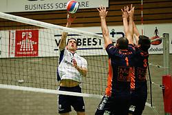20170125 NED: Beker, Sliedrecht Sport - Seesing Personeel Orion: Sliedrecht<br />Gerard Baan (10) of Sliedrecht Sport, Ryan Anselma (1), Stijn Held (3) of Seesing Personeel - Orion<br />&copy;2017-FotoHoogendoorn.nl / Pim Waslander