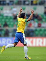 GOAL CELEBRATION PAULINHO