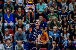 18-08-2017 NED: Oefeninterland Nederland - Itali&euml;, Doetinchem<br /> De Nederlandse volleybal mannen spelen hun eerste oefeninterland van twee in SaZa topsporthal tegen Italie als laatste voorbereiding op het EK in Polen. Nederland verliest met 3-0 / Kay van Dijk #12