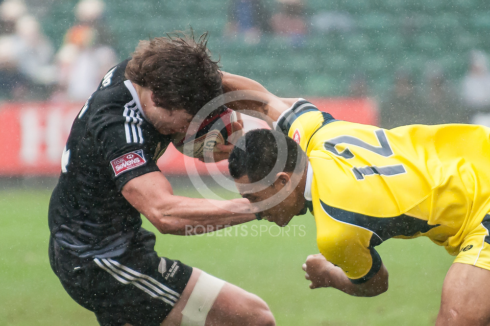 New Zealand's Sam Dickson and Australia's Afa Pakalani wrestle during the IRB Emirates Airline Glasgow 7s at Scotstoun in Glasgow. 4 May 2014. (c) Paul J Roberts / Sportpix.org.uk
