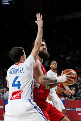 12.09.2014, City Arena, Madrid, ESP, FIBA WM, Frankreich vs Serbien, Halbfinale, im Bild France´s Heurtel (L) and Serbia´s Raduljica // during FIBA Basketball World Cup Spain 2014 semifinal match between France and Serbia at the City Arena in Madrid, Spain on 2014/09/12. EXPA Pictures © 2014, PhotoCredit: EXPA/ Alterphotos/ Victor Blanco<br /> <br /> *****ATTENTION - OUT of ESP, SUI*****