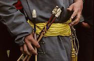 Mongolia. small naadam,    Ik Uul Sum      / Spectatrices coiffées. (à Ik Uul Sum;-Zavqan- Mongolie) rassemblement des villageois Les habitants de la région se sont rassemblés pour assister à une fête sportive (Naadam). Bien que revêtues de leur longue robe (deel), les femmes ont largement abandonné leur coiffure traditionnelle et portent aujourd'hui indifféremment fichu ou béret ou encore un foulard. (Sum de IK UUL dans l'aymag de ZAVQAN,   /  213     d  /  P0000819