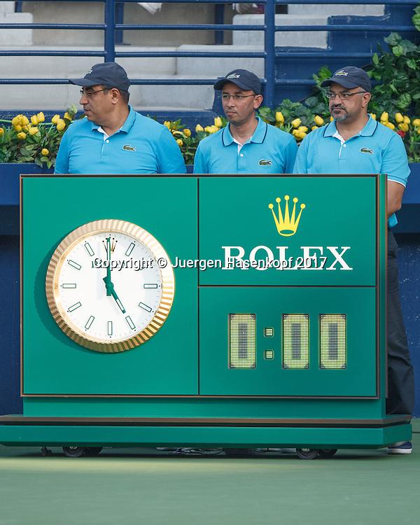 Dubai Tennis Feature, Linienrichter warten auf ihren Einsatz,Pause,<br /> <br /> <br /> Tennis - Dubai Duty Free Tennis Championships - ATP/WTA/ITF -  Dubai Duty Free Tennis Stadium - Dubai -  - United Arab Emirates  - 1 March 2017. <br /> &copy; Juergen Hasenkopf
