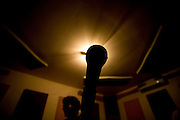 Belo Horizonte_MG, Brasil...Ensaio da banda Coracoes Dilacerados no Estudio Geleia. Na foto um microfone...The rehearsal of the Coracoes Dilacerados band in the Geleia studio. In this photo a microphone...Foto: LEO DRUMOND / NITRO.