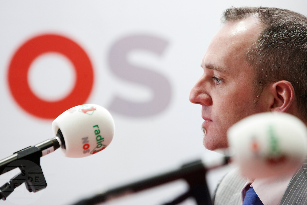 PVV lijsttrekker voor de Eerste Kamer Machiel de Graaf bij het begin van zijn eerste verkiezingsdebat. Bij de NOS wordt het eerste lijsttrekkersdebat gehouden voor de Provinciale Statenverkiezing. Behalve de SGP en de Christen Unie had iedere partij een lijsttrekker uit de Eerste of Tweede Kamer afgevaardigd.<br /> <br /> Leader for the senators Machiel de Graaf (conservative party PVV) is waiting to be interviewed for the first radio debate.