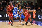 DESCRIZIONE : Sassari Lega Serie A 2014/15 Beko Supercoppa 2014 Finale Olimpia EA7 Emporio Armani Milano - Dinamo Banco di Sardegna Sassari<br /> GIOCATORE : Joe Ragland<br /> CATEGORIA : Palleggio Blocco Controcampo<br /> SQUADRA :  Olimpia EA7 Emporio Armani Milano<br /> EVENTO :  Beko Supercoppa 2014 <br /> GARA : Olimpia EA7 Emporio Armani Milano - Dinamo Banco di Sardegna Sassari<br /> DATA : 05/10/2014 <br /> SPORT : Pallacanestro <br /> AUTORE : Agenzia Ciamillo-Castoria/ Luigi Canu<br /> Galleria : Lega Basket A 2014-2015 <br /> Fotonotizia : Sassari Lega Serie A 2014/15 Beko Supercoppa 2014 Finale Olimpia EA7 Emporio Armani Milano - Dinamo Banco di Sardegna Sassari<br /> Predefinita :