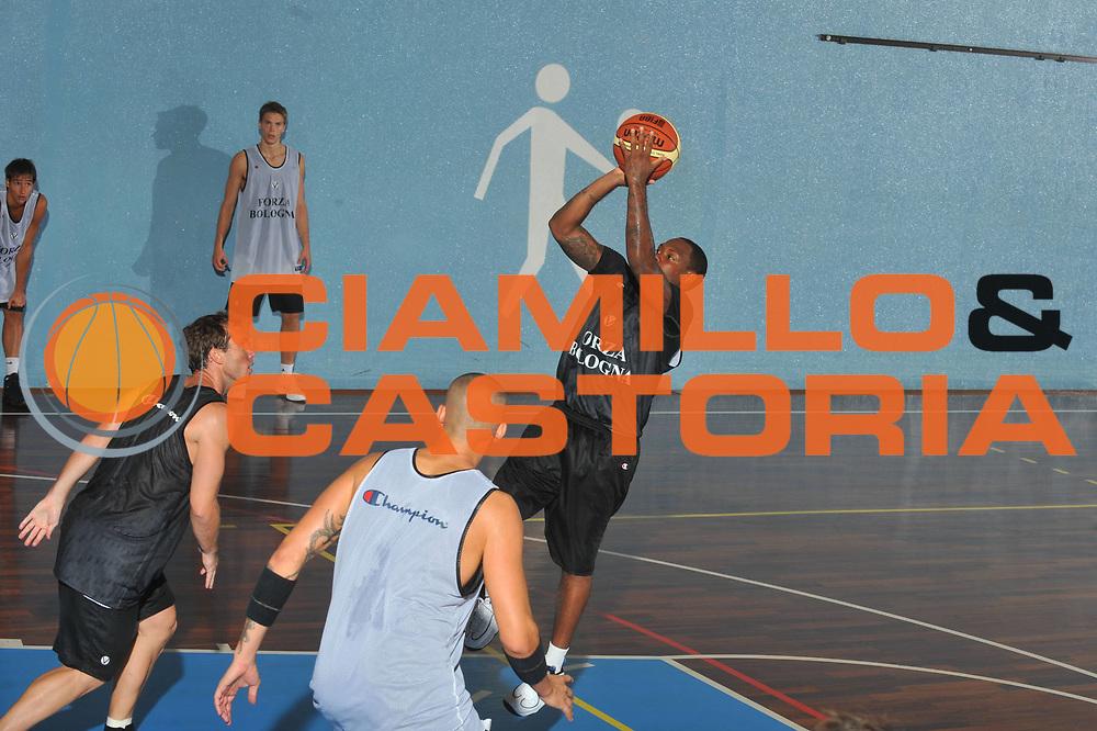 DESCRIZIONE : San Vito di Cadore Lega A 2009-10 Virtus Bologna Raduno e primi allenamenti<br /> GIOCATORE : Andre Collins<br /> SQUADRA : Virtus Bologna<br /> EVENTO : Campionato Lega A 2009-2010 <br /> GARA : <br /> DATA : 28/08/2009<br /> CATEGORIA : Allenamento <br /> SPORT : Pallacanestro <br /> AUTORE : Agenzia Ciamillo-Castoria/M-Gregolin