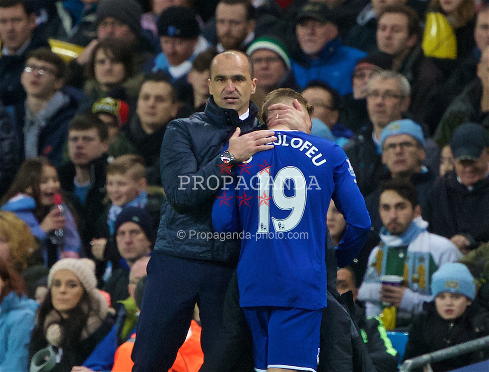 MANCHESTER, ENGLAND - Wednesday, January 27, 2016: Everton's manager Roberto Martinez substitutes Gerard Deulofeuagainst Manchester City during the Football League Cup Semi-Final 2nd Leg match at the City of Manchester Stadium. (Pic by David Rawcliffe/Propaganda)