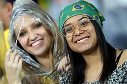 Torcida brasileira anima sua equipe antes do início de um jogo de futebol amistoso contra Honduras em preparação para a próxima Copa América Chile 2015, no Estádio Beira-Rio, em Porto Alegre, Brasil, em 10 de Junho, 2015. FOTO: Jefferson Bernardes/ Agência Preview