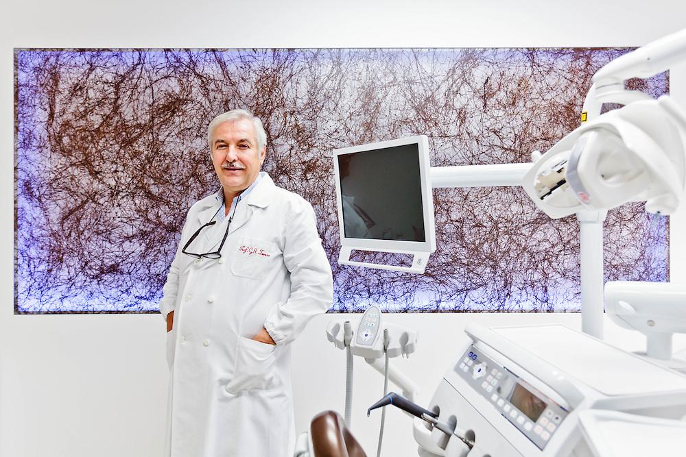 11 NOV 2011 - Treviso - Il prof. Gian Antonio Favero presso una delle sedi della sua Clinica odontoiatrica