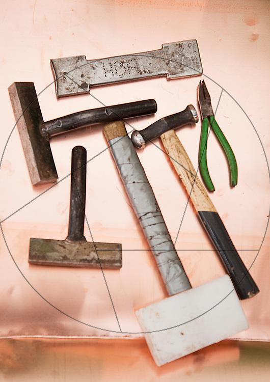 Vor Frelser Kirke, København, udskiftning af kobbertag, kobberværktøj, kobberhammer, hammer,