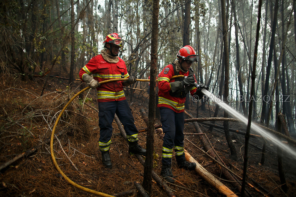 LEIRIA, PORTUGAL - JUNE 19:  Firemen work on a forest fire after a wildfire took dozens of lives on June 19, 2017 near Pedrogao Grande, in Leiria district, Portugal. On Saturday night, a forest fire became uncontrollable in the Leiria district, killing at least 62 people and leaving many injured. Some of the victims died inside their cars as they tried to flee the area.  (Photo by Pablo Blazquez Dominguez/Getty Images)