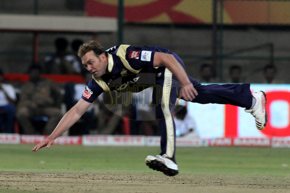 Jacques Kallis of Kolkata Knight Riders bowls during match 10 of the NOKIA Champions League T20 ( CLT20 )between the Royal Challengers Bangalore and the Kolkata Knight Riders held at the  M.Chinnaswamy Stadium in Bangalore , Karnataka, India on the 29th September 2011..Photo by Pal Pillai/BCCI/SPORTZPICS
