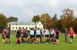 England players group together during the training Camp at St Edwards College in Oxford - Mandatory by-line: Robbie Stephenson/JMP - 26/09/2017 - RUGBY - England - England rugby training session