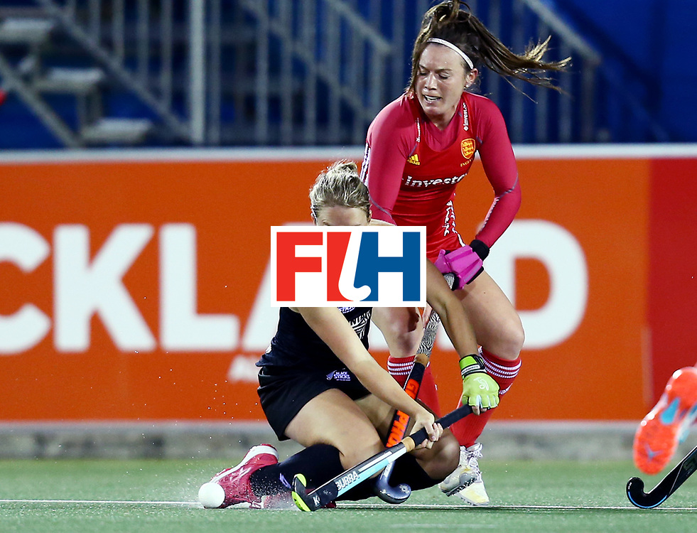 New Zealand, Auckland - 24/11/17  <br /> Sentinel Homes Women&rsquo;s Hockey World League Final<br /> Harbour Hockey Stadium<br /> Copyrigth: Worldsportpics, Rodrigo Jaramillo<br /> Match ID: 10310 - ENG-NZL<br /> Photo: (3) GOAD Erin crash against (4) UNSWORTH Laura