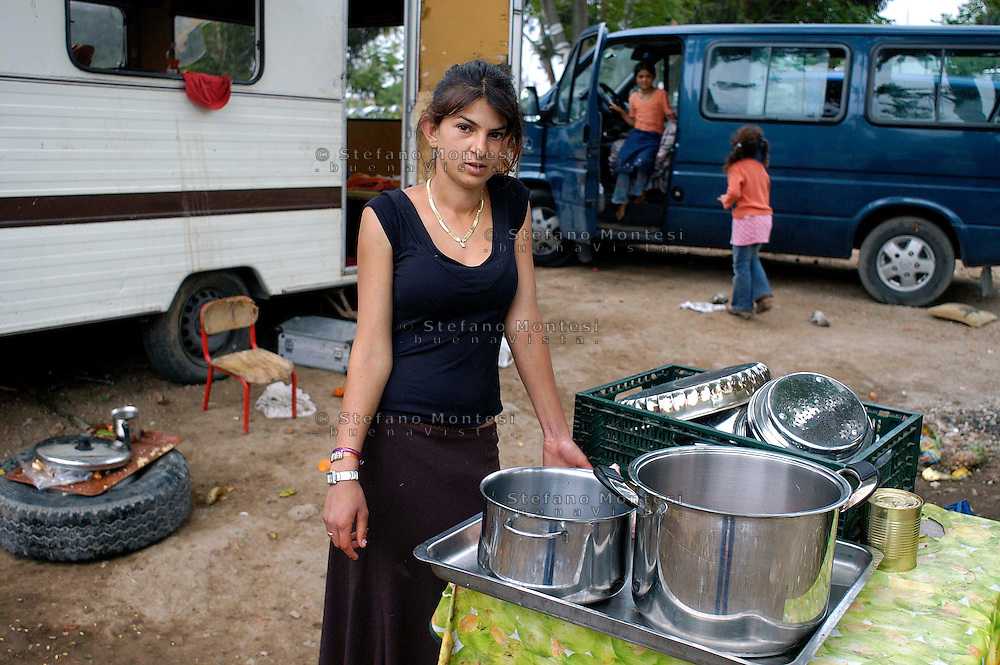 Rome May 4 2008.Rom's camp Casilino 900.Romani girl of Bosnia.