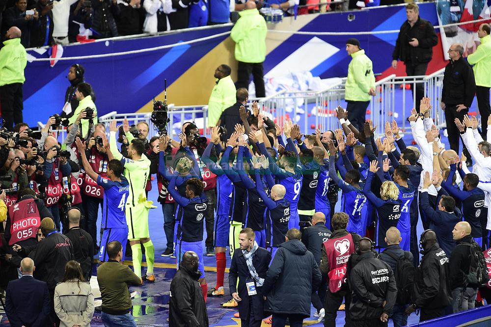 October 10, 2017 - St Denis, France, France - joie des joueurs de l equipe de France en fin de match.clapping (Credit Image: © Panoramic via ZUMA Press)