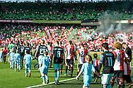 23-10-2016: Voetbal: Feyenoord v Ajax: Rotterdam<br /> <br /> (L-R) Opkomst van beide teams in een bomvolle Kuip tijdens het Eredivsie duel tussen Feyenoord en Ajax op 23 oktober in stadion Feijenoord (de Kuip) tijdens speelronde 10<br /> <br /> Eredivisie - Seizoen 2016 / 2017<br /> <br /> Foto: Gertjan Kooij