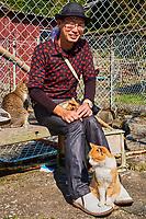 Japon, île de Shikoku, préfecture d'Ehime, île d'Aoshima, l'ile aux chats, touristes japonais amoureux des chats // Japan, Shikoku island, Ehime region, Aoshima island, Cat island, tourist cats lover