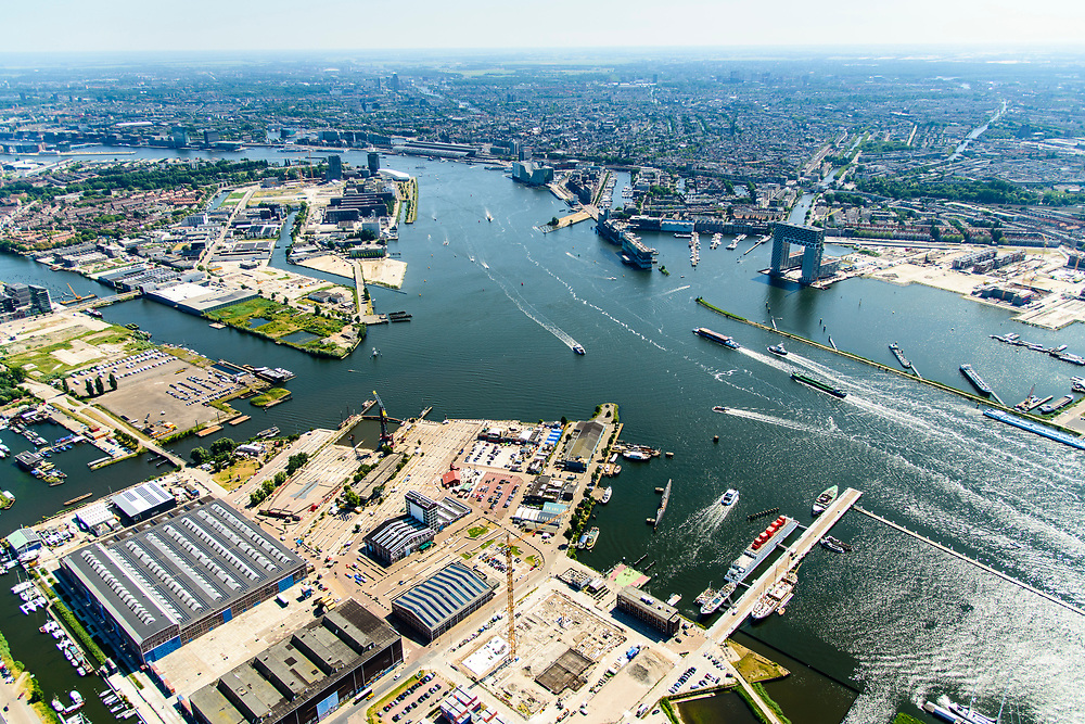 Nederland, Noord-Holland, Amsterdam, 29-06-2018; <br /> Amsterdam-Noord, NDSM-werf, met voormalige scheepshelling. Stadsontwikkeling en broedplaats in de Scheepsbouwloods. NSM gebouw, IJ-hallen.<br /> Zicht op het IJ, Pontsteiger gebouw, Stenen Hoofd.<br /> Amsterdam-North, former shipyard. Urban development.<br /> <br /> luchtfoto (toeslag op standard tarieven);<br /> aerial photo (additional fee required);<br /> copyright foto/photo Siebe Swart