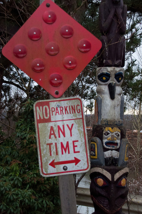 No parking sign and totem poll, Snohomish, Washington, US