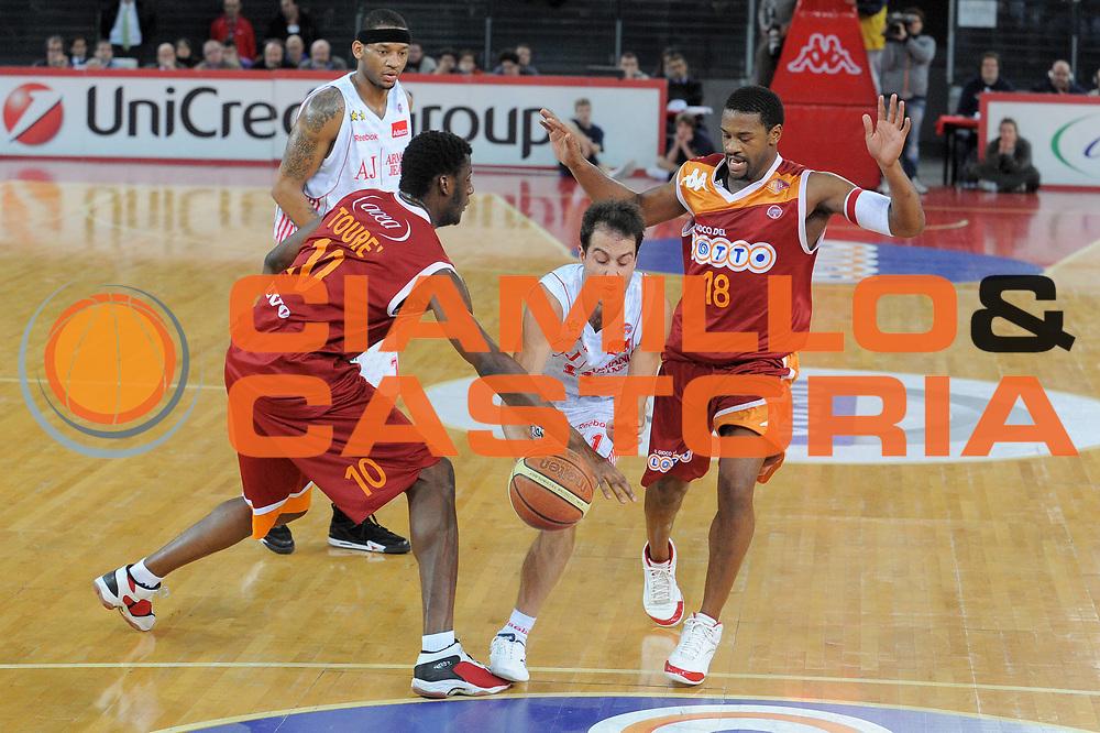 DESCRIZIONE : Roma Lega A 2009-10 Lottomatica Virtus Roma Armani Jeans Milano<br /> GIOCATORE : Massimo Bulleri<br /> SQUADRA : Armani Jeans Milano<br /> EVENTO : Campionato Lega A 2009-2010<br /> GARA : Lottomatica Virtus Roma Armani Jeans Milano<br /> DATA : 03/01/2010<br /> CATEGORIA : Palleggio<br /> SPORT : Pallacanestro<br /> AUTORE : Agenzia Ciamillo-Castoria/G.Vannicelli<br /> Galleria : Lega Basket A 2009-2010<br /> Fotonotizia : Roma Campionato Italiano Lega A 2009-2010 Lottomatica Virtus Roma Armani Jeans Milano<br /> Predefinita :