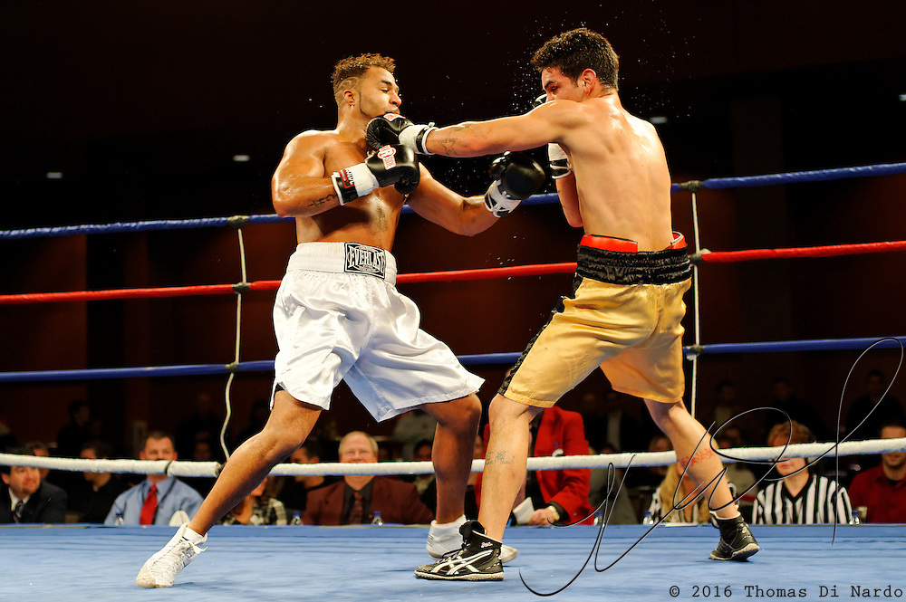 David Banks defeats Welliver Dumont during their bout at the Meidenbauer Center in Bellevue, WA on December 13, 2008.