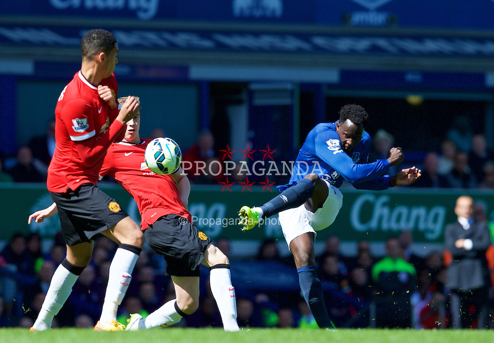LIVERPOOL, ENGLAND - Sunday, April 26, 2015: Everton's Romelu Lukaku in action against Manchester United during the Premier League match at Goodison Park. (Pic by David Rawcliffe/Propaganda)