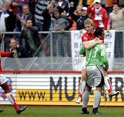22-10-2006 VOETBAL: UTRECHT - DEN HAAG: UTRECHT<br /> FC Utrecht wint in eigenhuis met 2-0 van FC Den Haag / Rick Kruys scoort de 1-0 en wordt bejubeld door Michel Vorm<br /> ©2006-WWW.FOTOHOOGENDOORN.NL