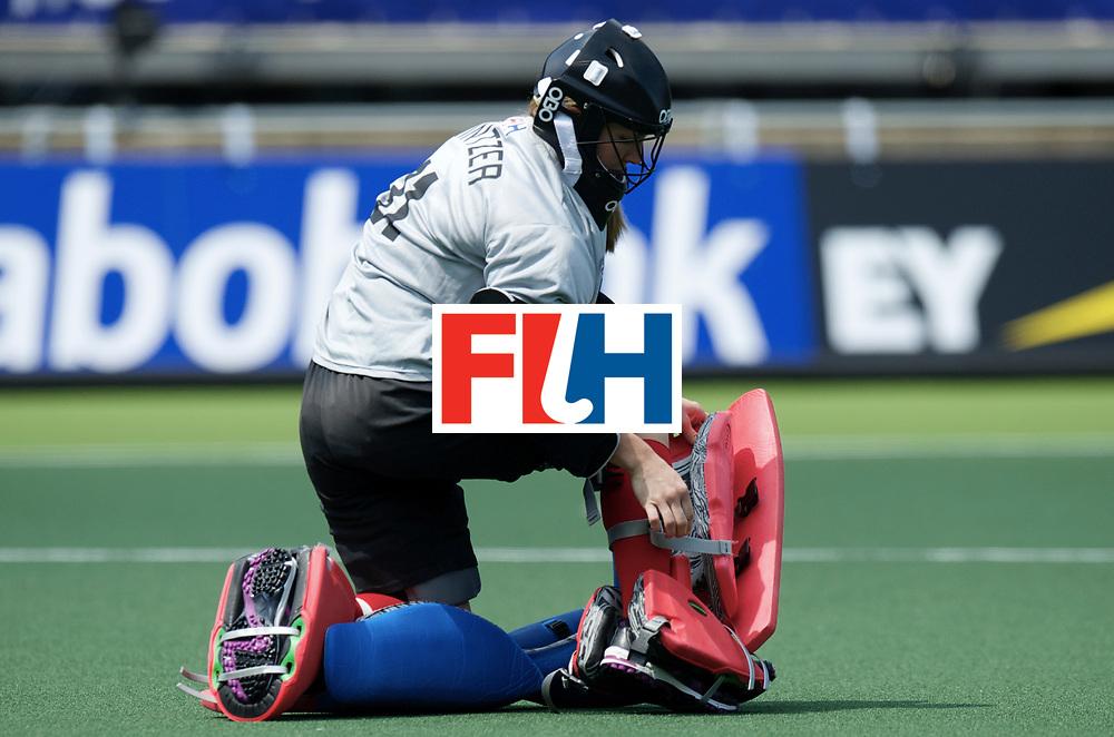 DEN HAAG - Rabobank Hockey World Cup<br /> 04 England - USA<br /> foto: Jackie Kintzer.<br /> COPYRIGHT FRANK UIJLENBROEK FFU PRESS AGENCY
