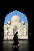 Visitors before the Taj Mahal, the most grandiose monument dedicated to love (Agra, India).