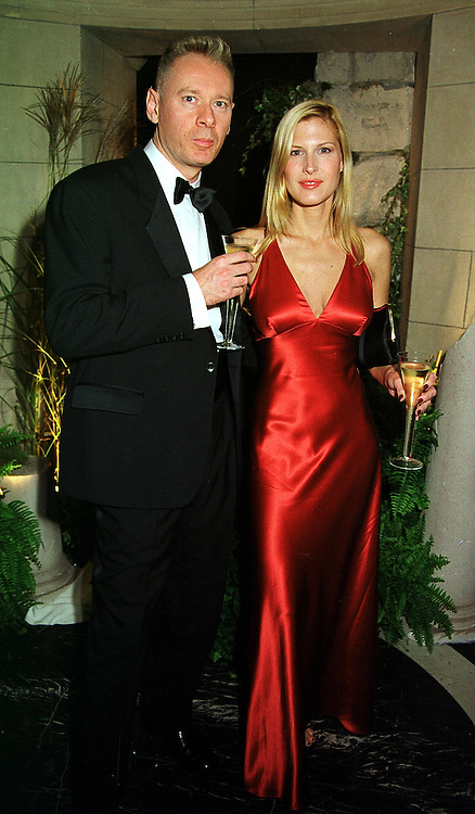 Actress JULIENNE DAVIS and her husband DJ JAY STRONGMAN, at a dinner in London on 21st October 1999.MYA 142
