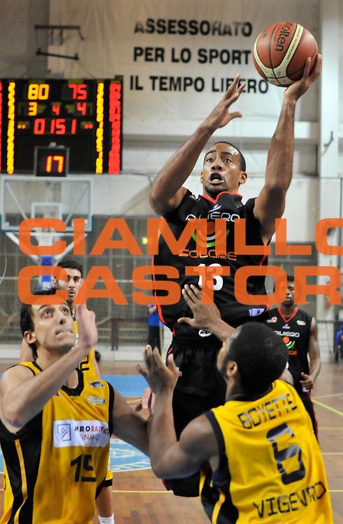 DESCRIZIONE : Novara Lega A2 2009-10 Campionato Miro Radici Fin. Vigevano - Riviera Solare Rimini<br /> GIOCATORE : Bennerman<br /> SQUADRA : Riviera Solare Rimini<br /> EVENTO : Campionato Lega A2 2009-2010<br /> GARA : Miro Radici Fin. Vigevano Riviera Solare Rimini<br /> DATA : 13/12/2009<br /> CATEGORIA : Tiro<br /> SPORT : Pallacanestro <br /> AUTORE : Agenzia Ciamillo-Castoria/D.Pescosolido