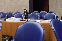 Nederland. Den Haag, 27 oktober 2010.<br /> De Tweede Kamer debatteert over de regeringsverklaring van het kabinet Rutte.<br /> Marlies Veldhuijzen van Zanten-Hyllner, staatssecretaris voor VWS na een schorsing in vak K. Dubbel paspoort, dubbele nationaliteit<br /> Kabinet Rutte, regeringsverklaring, tweede kamer, politiek, democratie. regeerakkoord, gedoogsteun, minderheidskabinet, eerste kabinet Rutte, Rutte1, Rutte I, debat, parlement<br /> Foto Martijn Beekman