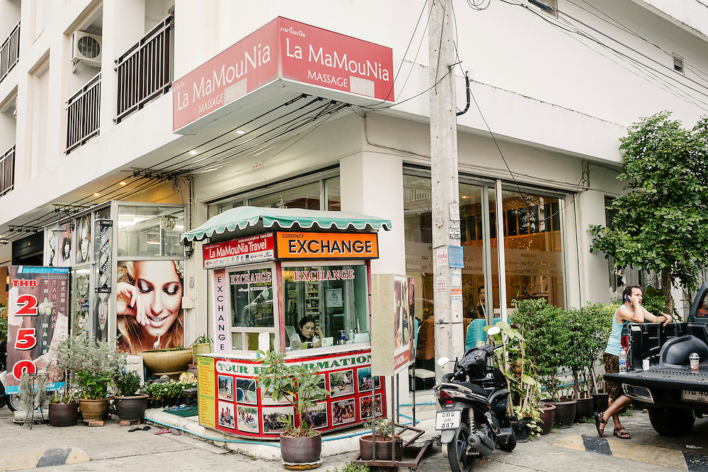 This area in Patong where many French tourists stay is nicknamed La Courneuve, after a Parisien suburb. La Mamounia massage, in Phuket most probably got its title after the identically named luxurious hotel in Marrakech.
