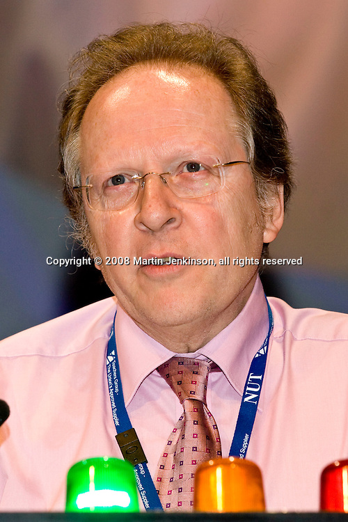 Keith Gardiner, Executive, speaking at the NUT Conference 2008, Manchester...© Martin Jenkinson, tel 0114 258 6808 mobile 07831 189363 email martin@pressphotos.co.uk. Copyright Designs & Patents Act 1988, moral rights asserted credit required. No part of this photo to be stored, reproduced, manipulated or transmitted to third parties by any means without prior written permission   NUT08