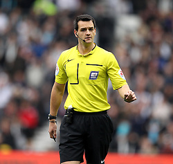 Referee Andrew Madley - Mandatory byline: Robbie Stephenson/JMP - 07966 386802 - 18/10/2015 - FOOTBALL - iPro Stadium - Derby, England - Derby County v Wolverhampton Wanderers - Sky Bet Championship