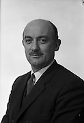 008/02/1963<br /> 02/08/1963<br /> 08 February 1963<br /> Portrait photograph of Mr. Robinson of Irish Shell and B.P.