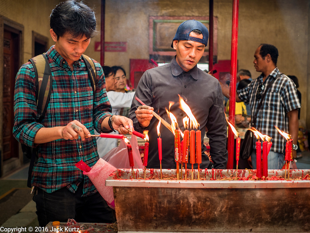 """03 FEBRUARY 2016 - BANGKOK, THAILAND:  People make merit at Wat Mangon Kamlawat, the largest Mahayana (Chinese) Buddhist temple in Bangkok, before the celebration of Chinese New Year. Thailand has the largest overseas Chinese population in the world; about 14 percent of Thais are of Chinese ancestry and some Chinese holidays, especially Chinese New Year, are widely celebrated in Thailand. Chinese New Year, also called Lunar New Year or Tet (in Vietnamese communities) starts Monday February 8. The coming year will be the """"Year of the Monkey.""""                       PHOTO BY JACK KURTZ"""