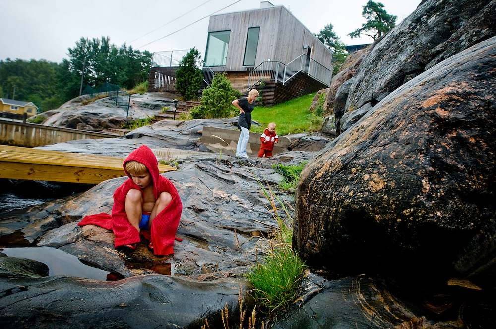 Katharina Mellvé (center)  with her nephew Carl-Jacob (left) and niece Lovisa (right) outside their summer home on the island Arkö outside of Arkösund, Sweden...Photographer: Chris Maluszynski /MOMENT