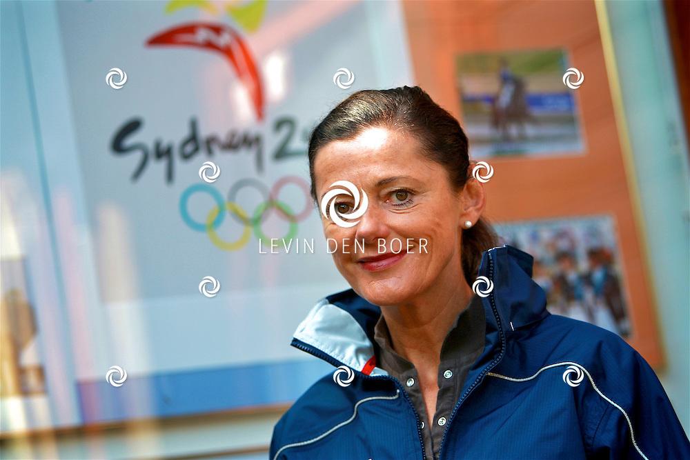 BRAKEL - Jacoba Maria Jozina Coby van Baalen-Dorresteijn (Werkhoven, 6 april 1957) is een Nederlands ruiter. Ze nam eenmaal deel aan de Olympische Spelen en won bij die gelegenheid een zilveren medaille.<br /> Van Baalen won als lid van het dressuurteam op de Olympische Zomerspelen in 2000 (met Ellen Bontje, Anky van Grunsven en Arjen Teeuwissen) een zilveren medaille. Haar dochter Marlies van Baalen deed als dressuurruiter mee aan de Olympische Zomerspelen in 2004. FOTO LEVIN DEN BOER - KWALITEITFOTO.NL