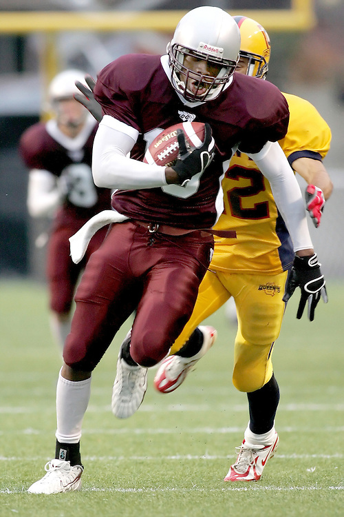 (06/10/2007--Ottawa) University of Ottawa Gees Gees men's football team defeating the Queen's University Golden Gaels 13-12. The player photographed in action is Cyril Adjeity