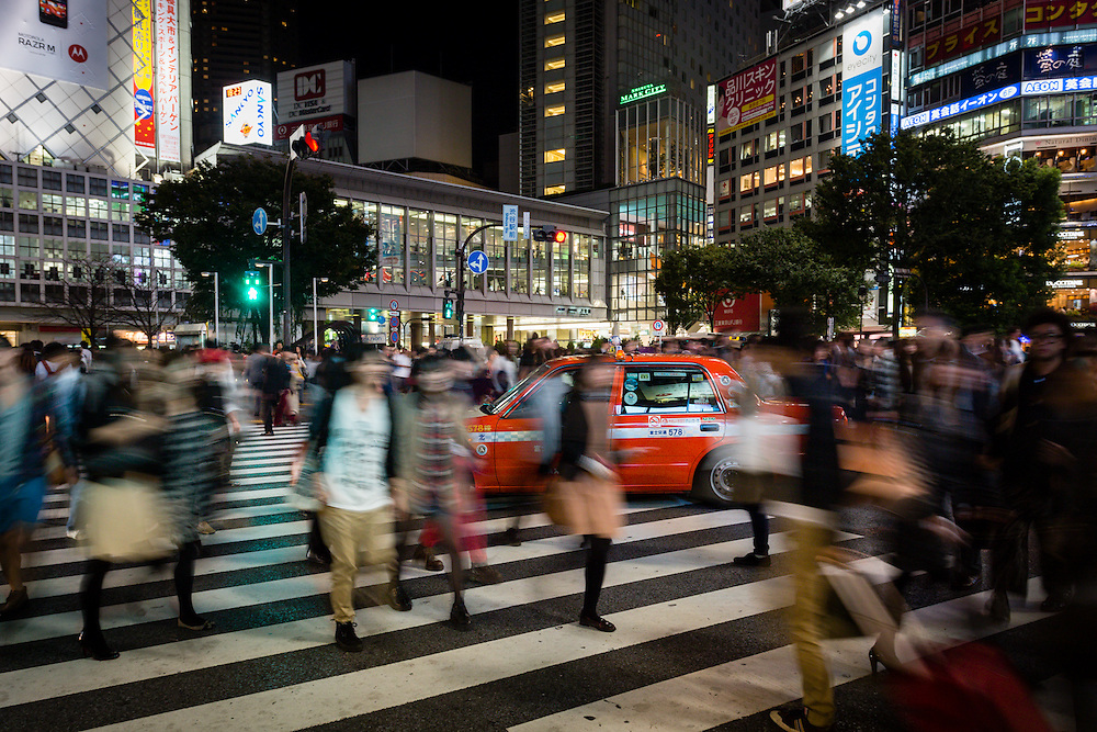 Whenever the green light for pedestrians is on, the crossings in Hachiko exit, near the Shibuya station, spring to life with hundreds of people.
