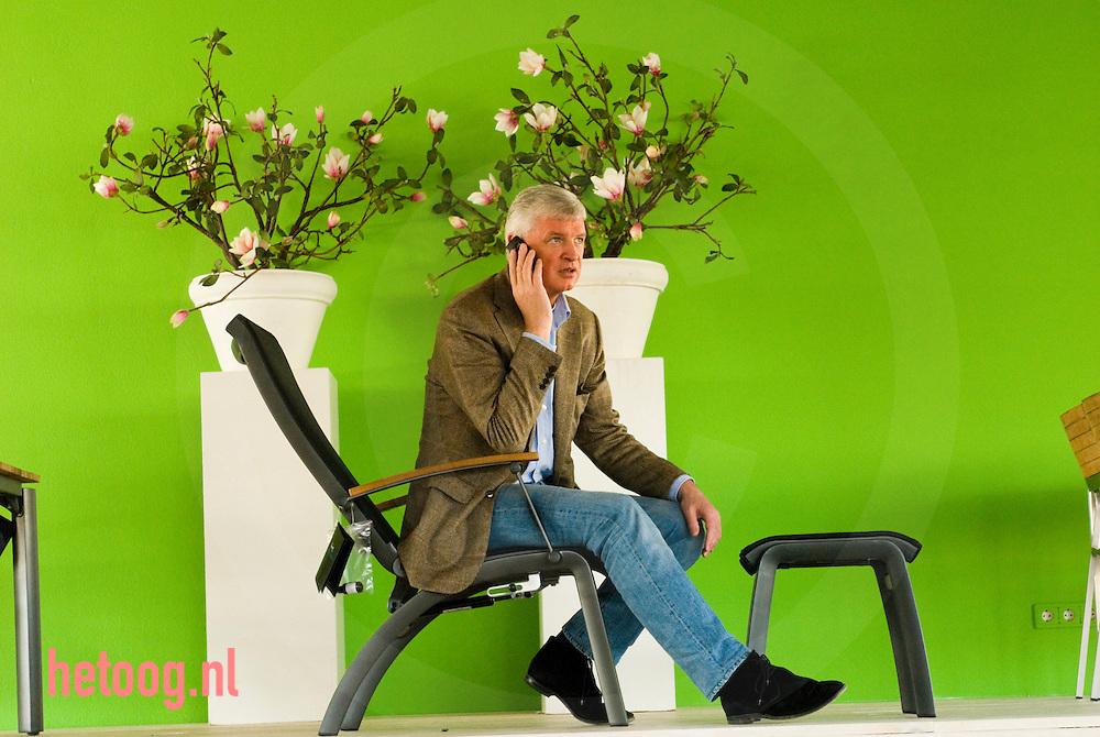 Geert Steinmeijer van Hartman tuinmeubelen in de showroom te Enschede...foto: Cees Elzenga d.d. 23-03-2007