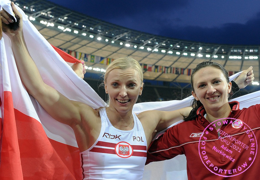 (L) ANNA ROGOWSKA & (R) MONIKA PYREK (BOTH POLAND) CELEBRATE THEIR MEDALS IN POLE VAULT WOMEN ON THE OLYMPIC STADION ( OLIMPIASTADION ) DURING 12TH IAAF WORLD CHAMPIONSHIPS IN ATHLETICS BERLIN 2009.ROGOWSKA TOOK GOLD MEDAL AND PYREK TOOK SILVER..BERLIN , GERMANY , AUGUST 17, 2009..( PHOTO BY ADAM NURKIEWICZ / MEDIASPORT )..PICTURE ALSO AVAIBLE IN RAW OR TIFF FORMAT ON SPECIAL REQUEST.