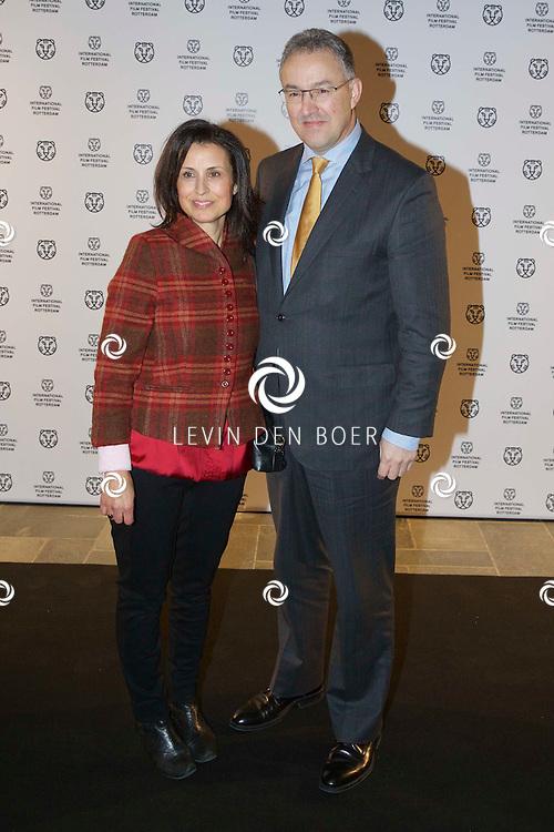 ROTTERDAM - In Theater De Goede Doelen is de 44ste International Film Festival Rotterdam geopend. Diversen genodigden en internationale sterren waren hierbij aanwezig. Met hier op de foto  Ahmed Aboutaleb met zijn vrouw Khaddouj. FOTO LEVIN DEN BOER - PERSFOTO.NU